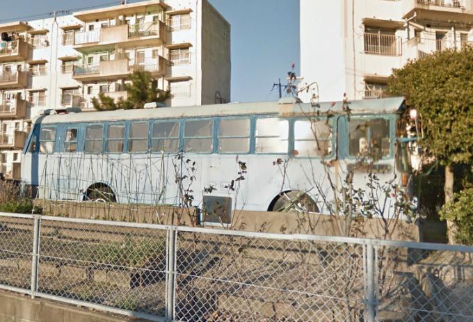城浜団地の廃バス