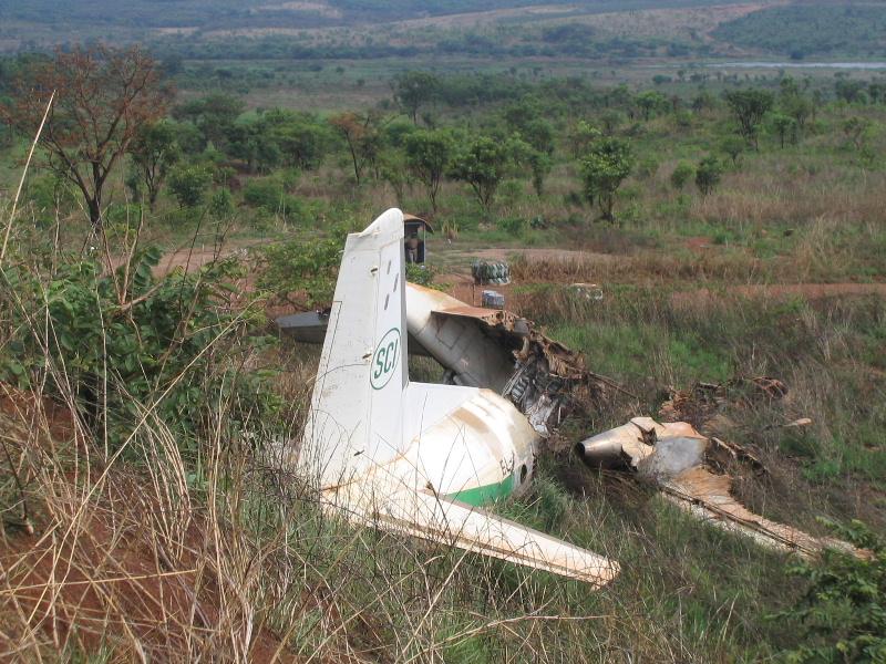 ルザムバ空港の廃飛行機群(Luzamba airport)