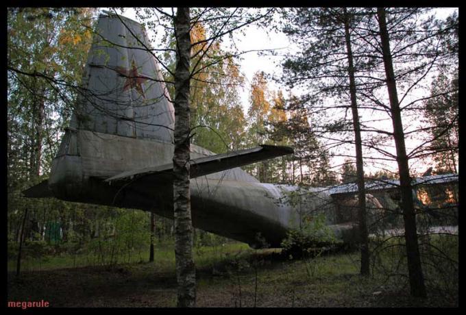 サンクトペテルブルクの墜落飛行機