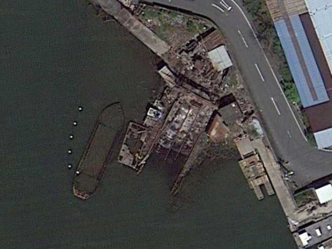淀川河口の廃ドッグと沈船