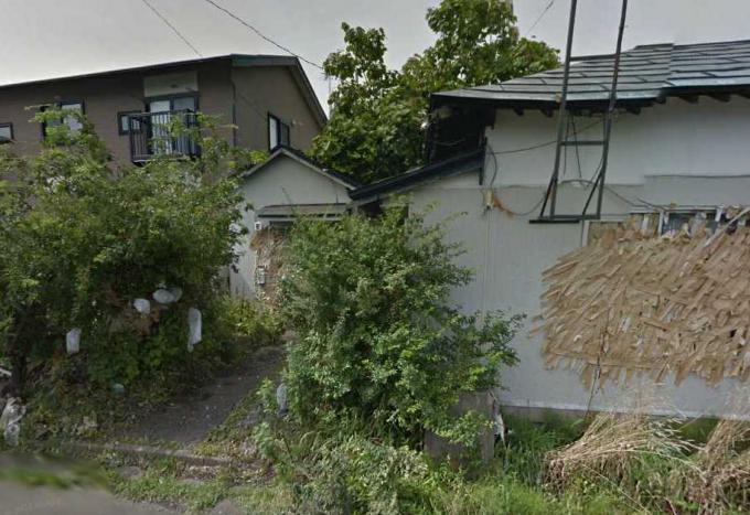 ガムテープの家