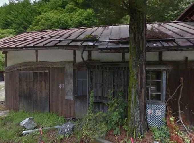 大鹿村のタバコ店