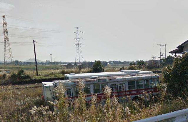 筑前山家駅近くの廃バス